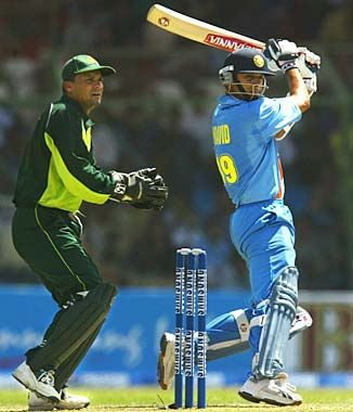 http://specials.rediff.com/cricket/2004/mar/13cric5.jpg
