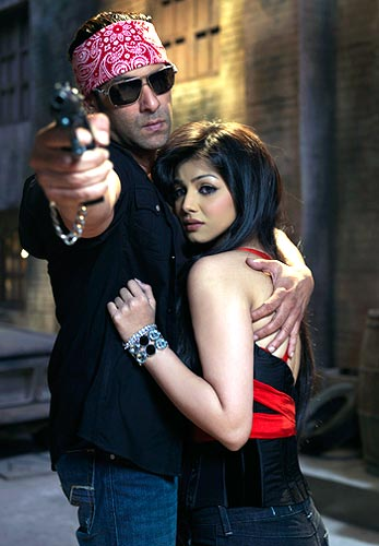 Salman Khan and Ayesha Takia Azmi in Wanted