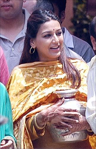 Amitabh+bachchan+house+jalsa+pics