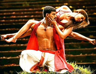 nayanthara-irumugan-liplock-ap-politics-telangana-