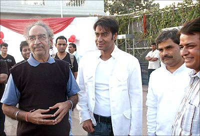 Ajay Devgn with father Veeru Devgn