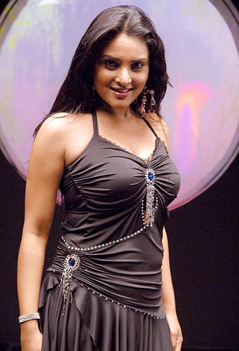 Rediffcom Meet Vaaranam Aayirams First Heroine