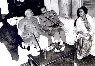 Indira Gandhi with, to her right, then army chief General S F J Maneckshaw, then President V V Giri and then vice-president G S Pathak