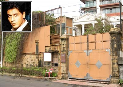 Graffiti on Mannat walls shocks Shah Rukh Khan